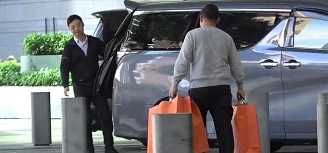 Vợ tỷ phú Hong Kong mua sắm thả ga mùa Noel - 1