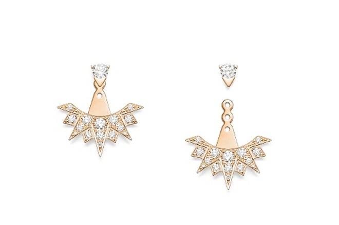 Các tạo tác của BST Sunlight cũng đồng thời là món quà hoàn hảo để dành tặng các quý cô trong mùa lễ hội, với lời gợi ý là mặt dây chuyền Sunlight làm từ vàng hồng 18K nạm ngọc mắt mèo trắng (1.19 ct) và 28 viên kim cương (0,17 ct); đi kèm với đó là đôi bông tai Sunlight làm từ vàng hồng với 32 viên kim cương (0,74 ct) có thể được đeo bằng hai cách khác nhau.