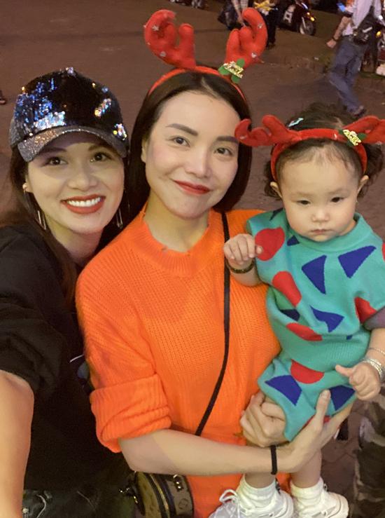 Khoảng cuối tháng 2 năm sau Oanh Yến sẽ sinh con thứ sáu. Thời gian này cô tranh thủ đi chơi, tận hưởng những ngày hiếm hoi còn thảnh thơi trước khi đón thêm thành viên mới.