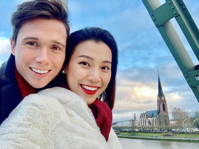 Hoàng Oanh hạnh phúc bên chồng hưởng tuần trăng mật ở Đức.
