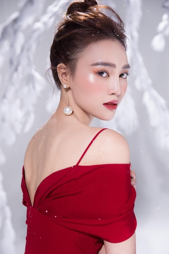 Năm 2019 là một năm nhiều dấu ấn của Lan Ngọc. Cô tham gia và tỏa sáng ở nhiều lĩnh vực: điện ảnh, gameshow, thậm chí lấn sân ca hát. Hiện người đẹpnằm trong đề cử Ngôi sao Phim ảnh thuộc giải thưởng Ngôi sao của năm do báo Ngoisao.net tổ chức.