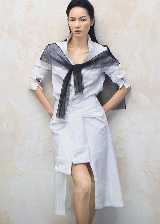 Nét đặc trưng trong thiết kế của Lâm Gia Khang là sự đơn giản nhưng phom dáng được xử lý kỹ lưỡng.