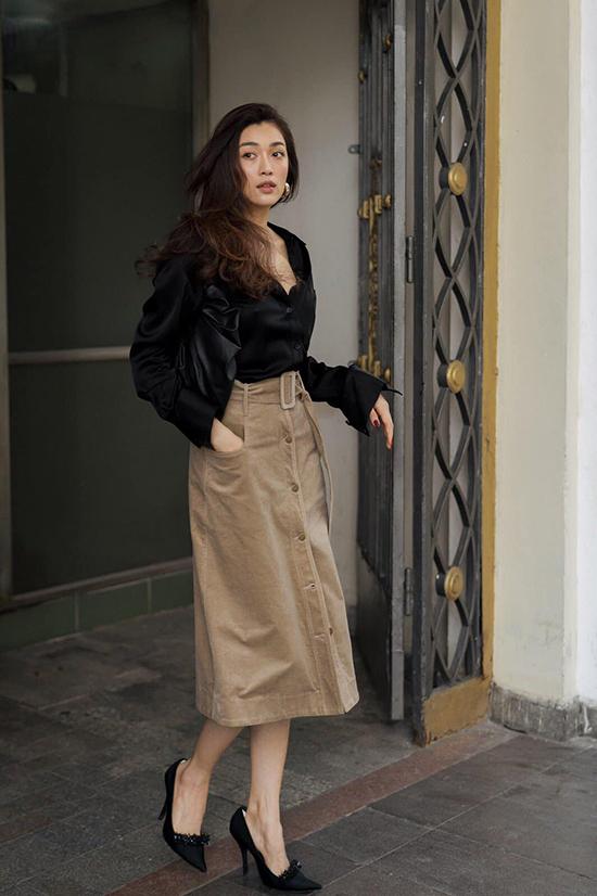 Hình ảnh người phụ nữ năng động, thành công và luôn có thần thái cuốn hút là điểm dễ nhận dạng trong trang phục Lâm Gia Khang.
