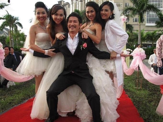 Cũng với 22 dự án điện ảnh, Huy Khánh đứng chung hạng một với đàn anh Hoài Linh. Nam diễn viên 38 tuổi rất đắt show phim ảnh vào cuối những năm 2000, đầu những năm 2010, cả trong điện ảnh và truyền hình. Trong một cuộc phỏng vấn gần đây với Ngoisao.net, anh tiết lộ có thời điểm đóng cùng lúc vài phim, một năm kiếm vài tỉ đồng. Một số phim tiêu biểu của Huy Khánh là Cô dâu đại chiến (ảnh), Lấy chồng người ta, Sài Gòn anh yêu em... Vài năm gần đây, Huy Khánh ít xuất hiện dần để hỗ trợ bà xã trong việc kinh doanh và chăm sóc con.