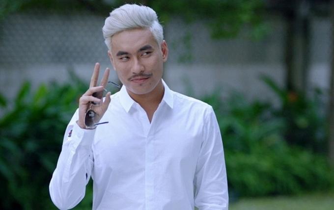 Kiều Minh Tuấn nổi lên nhờ vai diễn anh chàng sát gái trong phim Em chưa 18 (ảnh)chiếu năm 2017 nhưng thực tế, anh từng góp mặt trong nhiều phim trước đó trong các vai nhỏ.