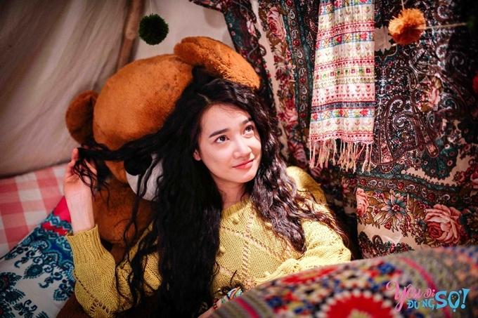 Cùng tuổi và cùng được mệnh danh ngọc nữ phim Việt như Ninh Dương Lan Ngọc, Nhã Phương là một trong những sao nữ phủ sóng rộng nhất trên màn ảnh trong 10 năm qua với tám phim chiếu rạp và nhiều phim chiếu truyền hình khác. Cô chủ yếu được nhớ đến với hình ảnh nữ hoàng nước mắt, yếu mềm, bi kịch, nhưng thỉnh thoảng mang đến sự mới lạ với vẻ lém lỉnh, hài hước như trong Yêu đi đừng sợ. Đây cũng là bộ phim mang về cho bà xã của Trường Giang giải thưởng Nữ diễn viên chính xuất sắc tại Cánh Diều Vàng 2018.
