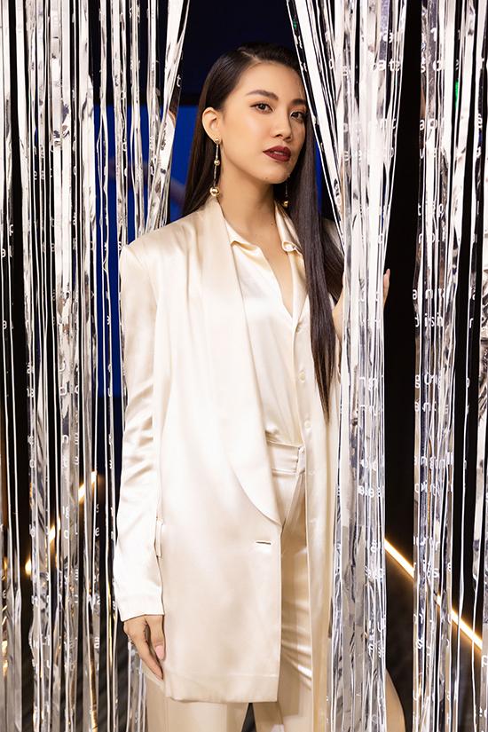 HHen Niê tạo dáng trong triển lãm thời trang - 10