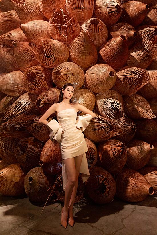 HHen Niê tạo dáng trong triển lãm thời trang - 8