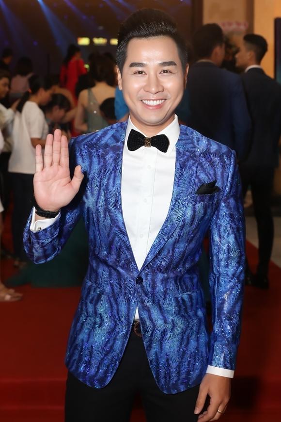MC Nguyên Khang dẫn dắt đêm trao giải.