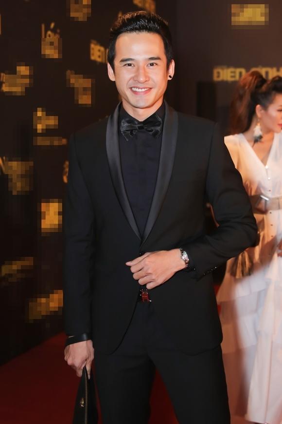 Lương Thế Thành lẻ bóng dự sự kiện khi bà xã Thúy Diễm vắng mặt. Anh được đề cử Nam diễn viên truyền hình xuất sắc.