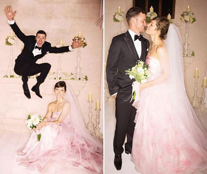 Chú rể tạo dáng nhí nhảnh trong đám cưới.