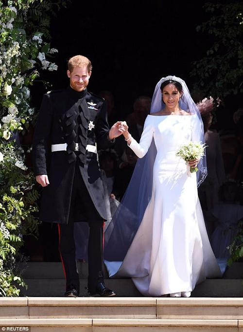 Váy cưới của cô dâu Meghan trở thànhh hot trend của năm 2018.