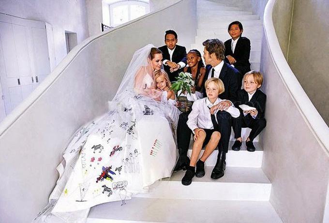 Voan cưới của Angelina Jolie vẫn được nhắc tới là một biểu tượng trang phục trong ngày trọng đại của sao.