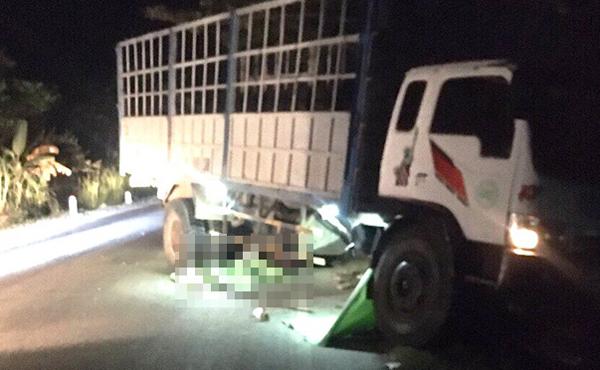 Hiện trường vụ tai nạn khiến ba người chết khuya 29/12.
