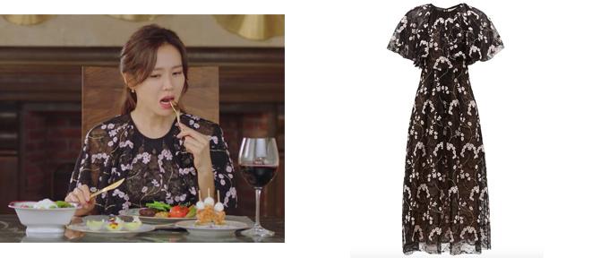 Mẫu đầm ren thêu hoa nữ tính giá 2.366 bảng Anh (gần 72 triệu đồng) của Giambattista Valli được cô chọn mặc để ngồi dùng bữa.
