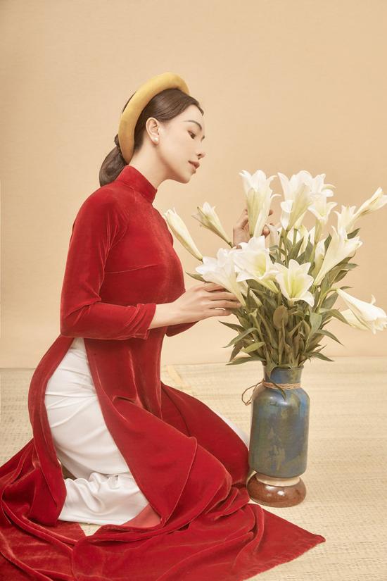 Tạo hình, bối cảnh và cách thể hiện của Trà Ngọc Hằng gợi nhớ đến những tác phẩm nghệ thuật nổi tiếng của làng hội họa Việt Nam.