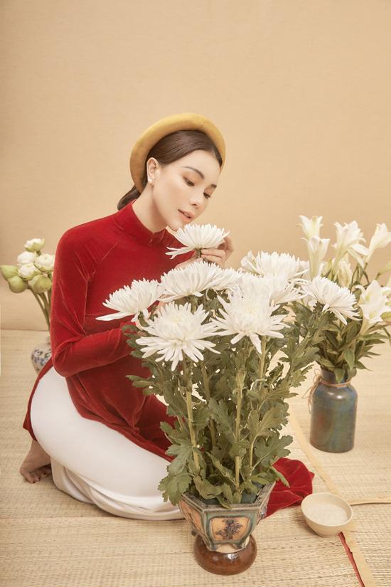 Xu hướng thời trang những năm trở lại đây đang quay trở lại với áo dài Việt truyền thống. Đặc biệt trong các dịp lễ Tết, gam màu của năm nay chủ đạo vẫn là các màu pastel,đỏ, trắng, cam, xanh bích.