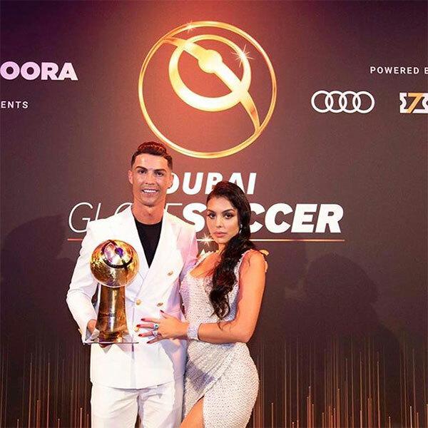 Người đẹp lộng lẫy, cuốn hút trong bộ đầm trắng khoét cổ, xẻ đùi ăn ý với trang phục của C. Ronaldo.