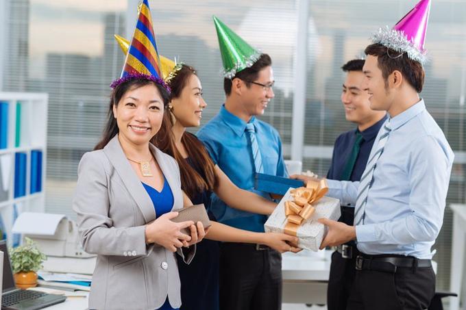 Tặng quà là nétvăn hóa quen thuộcdịp cuối năm của các doanh nghiệp đối với nhân viên.