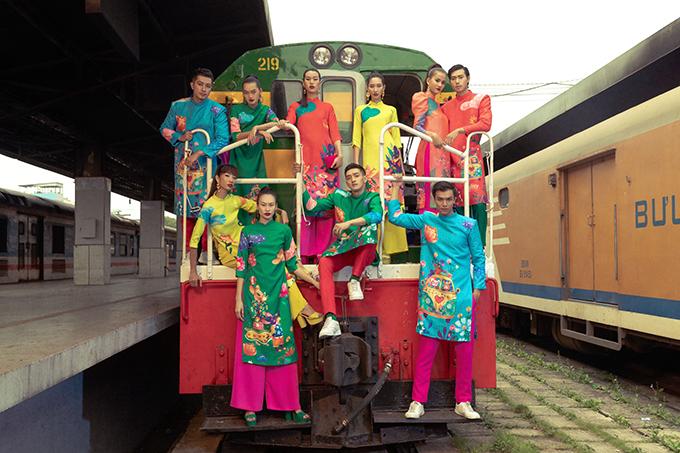 Hai nhà mốt Việt tiếp tục phát huy sở trường trong việc sử dụng tông màu nóng và hoa văn theo phong cách hội hoạ.