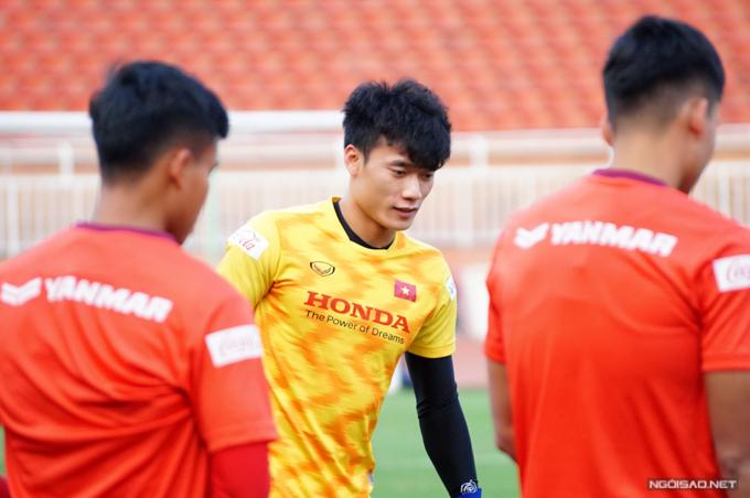 Bùi Tiến Dũng tập luyện trong màu áo U23 Việt Nam. Ảnh: Hữu Nhơn