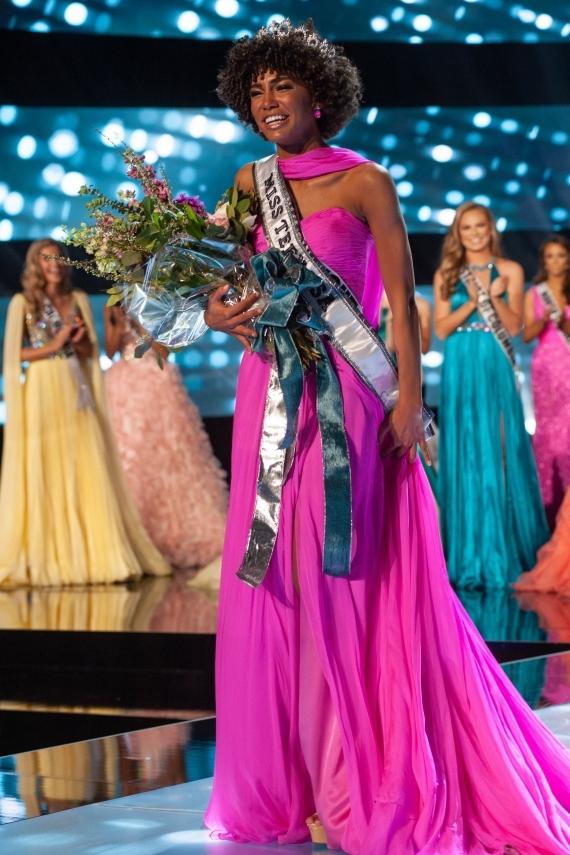 Kaliegh Garris năm nay 19 tuổi vàđăng quang danh hiệu Miss Teen USA 2019.