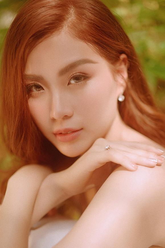 Những ngày cuối năm 2019, Á hậu Diễm Trang chiêm nghiệm lại 10 năm thanh xuân của mình.