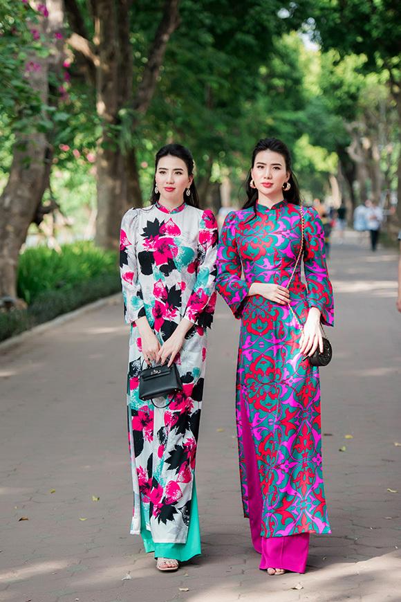 Bộ sưu tập áo dài mới của Kenny Thái rực rỡ sắc xuân với 10 hoạ tiết do anh độc quyền, lấy cảm hứng từ triệu đoá hoa khoe sắc thắm.