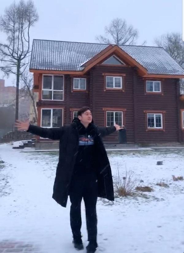 Văn Lâm giữa trời tuyết trắng xóa ở Nga.