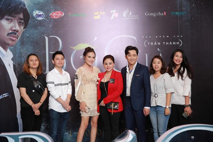 Nghệ sĩ Lê Giang (áo đỏ) cũng góp mặt trong dự án lần này của ông xã Hari Won.