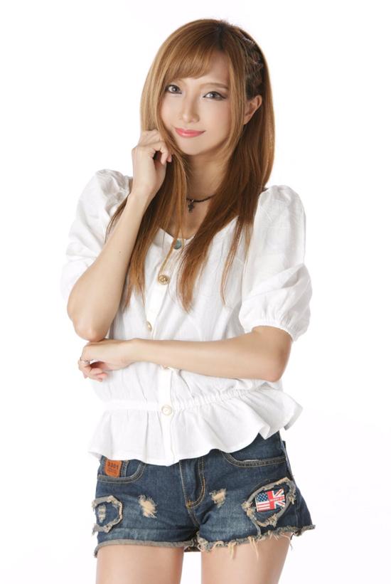 Diễn viênAnne Oshiro.