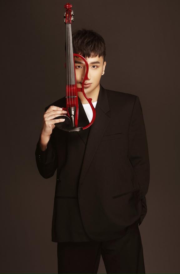 Nghệ sĩ violin Hoàng Rob từng chia sẻmuốn đưa tiếng đàn - vốn gần với dòng âm nhạc hàn lâm - đến với công chúng nhiều hơn.