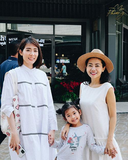 Diễn viên Mai Phương và con gái du lịch ở Thái Lan cùng một người bạn.
