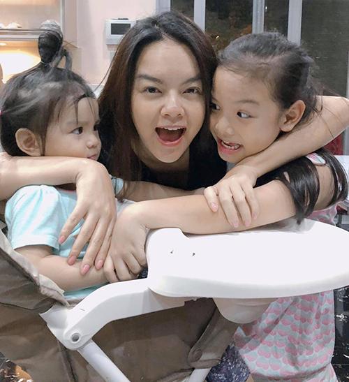 Hai cô con gái là thành quả lớn nhất của cả một thập kỷ của ca sĩ Phạm Quỳnh Anh.