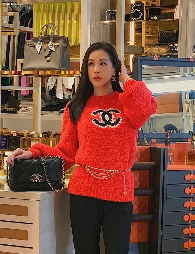 Hoa hậu Thu Hoài sở hữu khối tài sản khủng nhờthành công trongviệc kinh doanh ngành thẩm mỹ, nhà hàng.