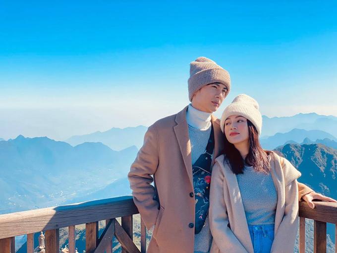 Đầu tháng 12, Sĩ Thanh đón sinh nhật đáng nhớ nhất từ trước đến nay cùng với bạn trai Huỳnh Phương tại Sapa. Đôi tình nhân check in trên đỉnh Fansipan - nóc nhà Đông Dương trong một ngày nắng đẹp.