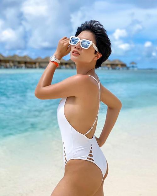 Trang Trần khoe đường cong trong chuyến du lịch Maldives hồi đầu tháng.