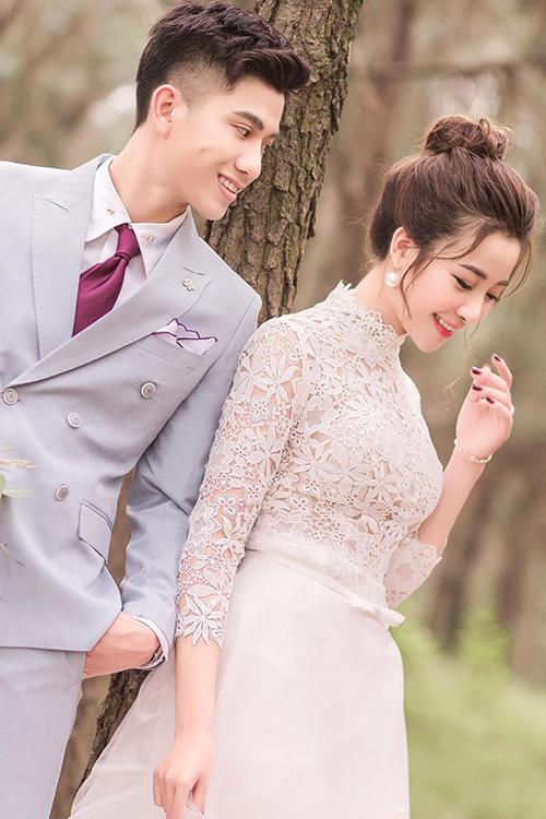 Cặp 9X đã tổ chức đám hỏi hôm 21/12/2019 ở Nghệ An. Theo nguồn tin của Ngoisao.net, cô dâu sẽ thử váy cưới hôm 6/1 và cùng chú rể cử hành hôn lễ ngày 30/1 tại Nghệ An.