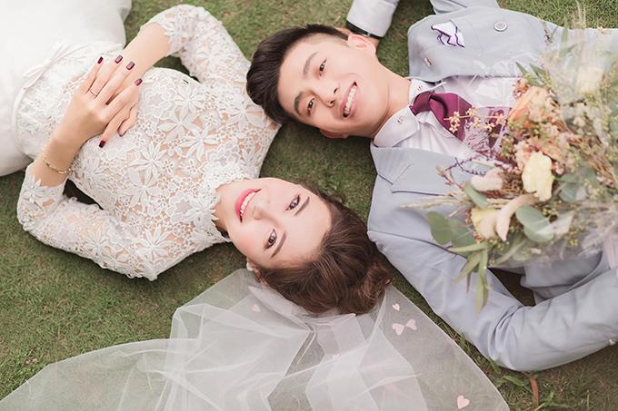 Nhiều fan của uyên ương không ngừng gửi lời chúc mừng tới cặp cô dâu, chú rể, mong họ có cái kết thật hạnh phúc.