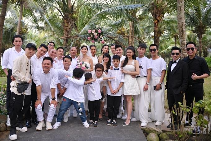 Hôn lễ của cặp đôi được tổ chức ở một resort nổi tiếng ở Đà Nẵng. Xuân Lan chỉ mời khoảnh