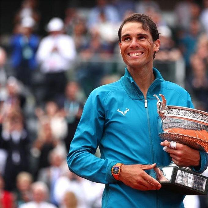 Nadal tiếp tục thống trị mặt sân đất nện khi lần thứ 12 vô địch Roland Garros, nâng tổng số danh hiệu Grand Slam giành được trong sự nghiệp lên con số 19, chỉ kém