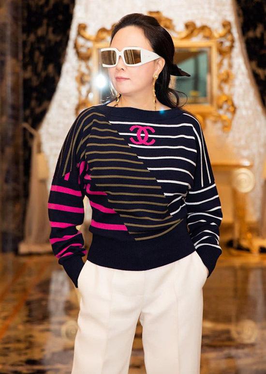 Bạn gái Quách Ngọc Ngoan sành điệu với trang phục hàng hiệu.