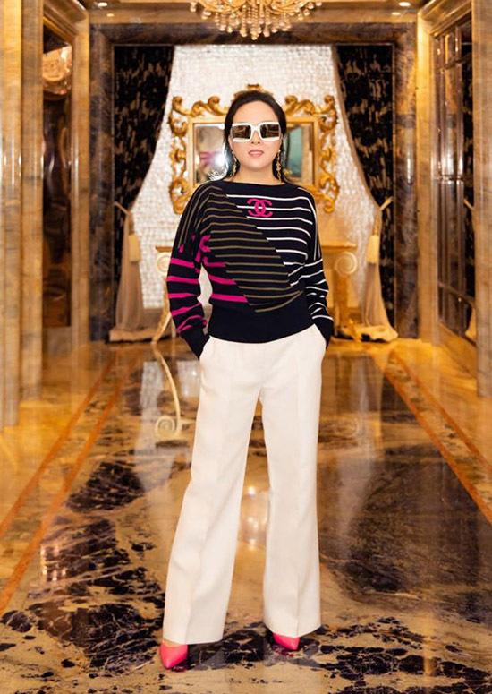 Phượng Chanel sinh vào dịp Tết dương lịch1/1 và vừa tròn 43 tuổi.