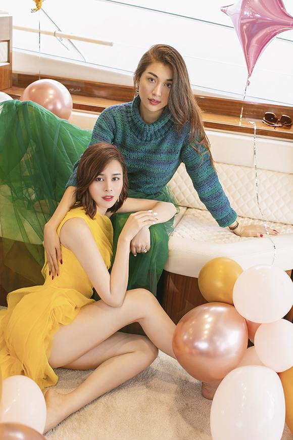 Sella Trương khoe đôi chân dài với váy xẻ cao trong khi Lệ Hằng phối váy voan với áo len ton sur ton để giữ ấm trong ngày lạnh trời.