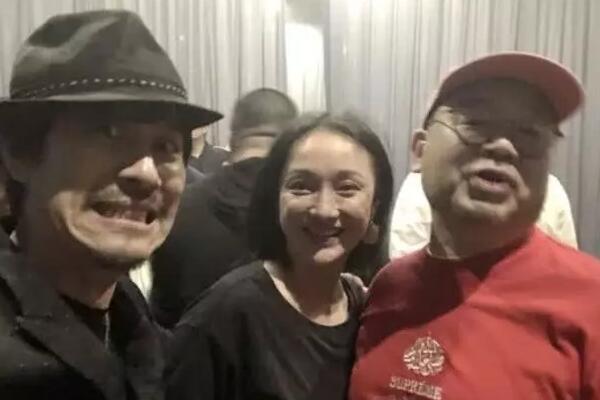 Châu Tấn có mặt tại bữa tiệc.