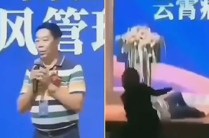 Ông Chen ngã khi đang đi lại trên sân khấu. Ảnh: AsiaWire.