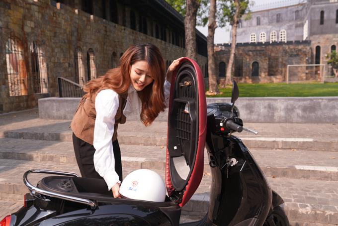 Cốp xe rộng rãi cho phép người sử dụng thoải mái đựng đồ.