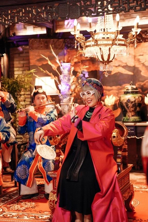 Bà nội Hồng Vân hứa hẹn mang đến nhiều tiếng cười trong phim.