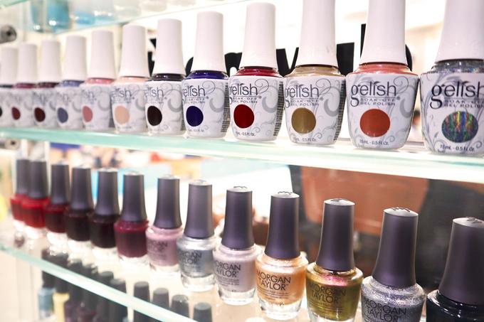 Trang - Beauty & Nail Carekhá chú trọng đến sản phẩmdùng cho khách hàng. Đại diện hệ thống chia sẻ chỉ sử dụng những sản phẩm sơn rõ nguồn gốc, có uy tín trong lĩnh vực nail.
