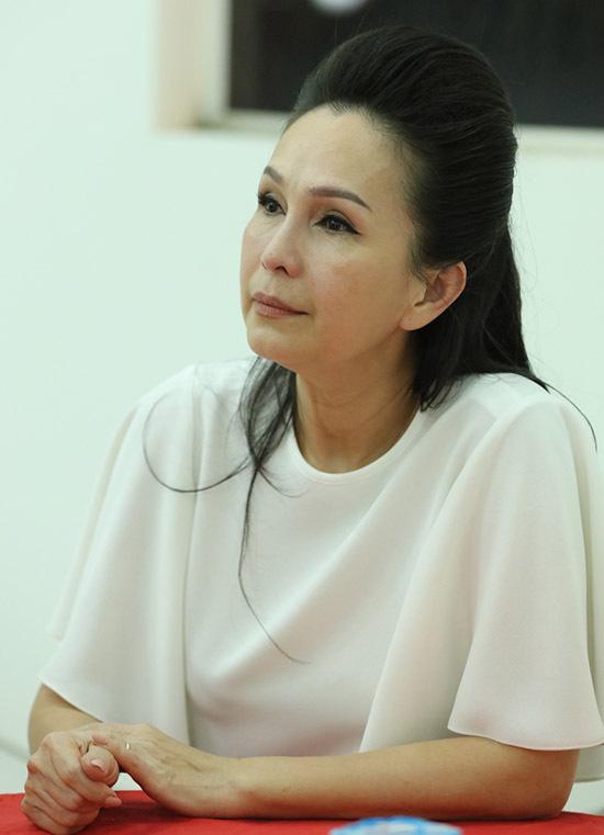 Nữ hoàng ảnh lịch Diễm My từng là bạn diễn ăn ý một thời của Chánh Tín trong thập niên 1980. Nghe tin đại tá Nguyễn Thành Luân qua đời, Diễm My vô cùng sốc.